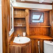 Bathroom luxury boat Komodo thumbnail