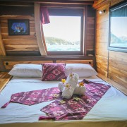 Comfort bedroom cruise Raja Ampat thumbnail