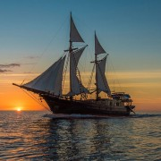Drone-diving-liveaboard-at-sunset thumbnail