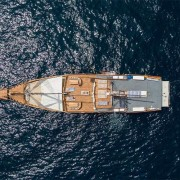 Drone-view-luxury-liveaboard thumbnail