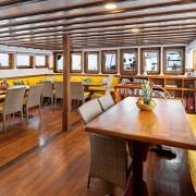 Restaurant boat Komodo cruise thumbnail