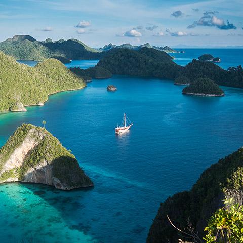 Best Season to Snorkeling Raja Ampat