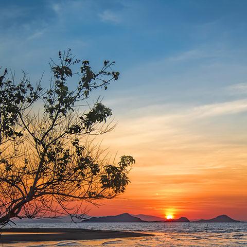 Komodo Sunset Time