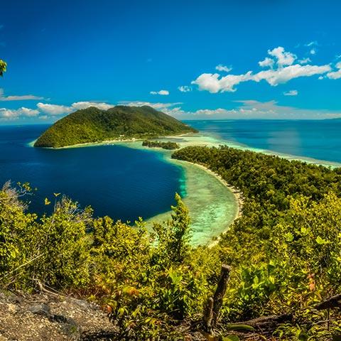 Raja Ampat Snorkeling Cruise Best season